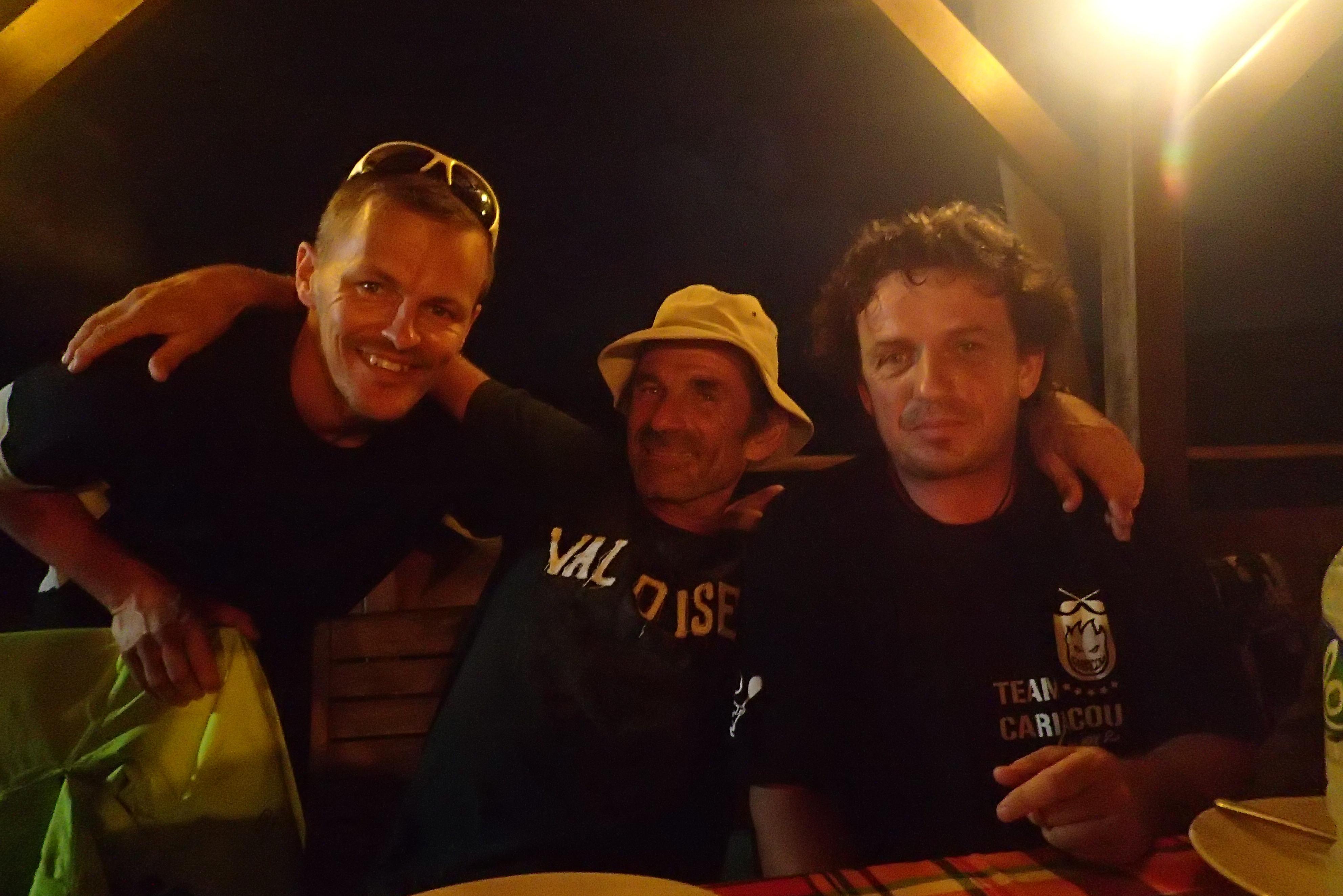 Rémy au centre en compagnie de Mathieu Morverand (à gauche de la photo) et Marc Chailan (à droite de la photo)